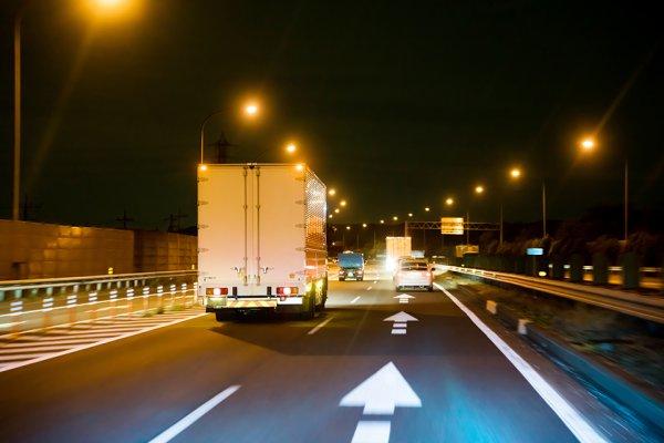 トラックドライバーさんに聞いた 運転中に遭遇したコワ~い体験「消えた人影の話」