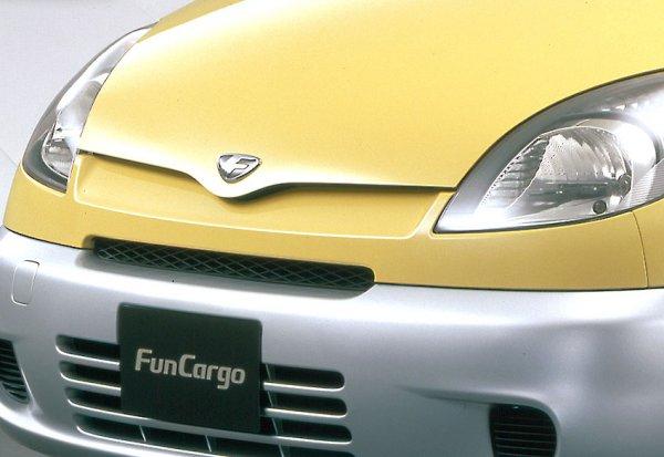 """ユーザーの生活に寄り添った実力車! トヨタ ファンカーゴに2代目が存在しない""""なぜ""""【偉大な生産終了車】"""