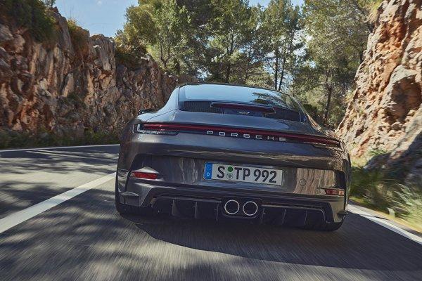 背中の羽根はアリかナシか!? ポルシェからウイングのないGT3「911 GT3 ツーリングパッケージ」登場!!