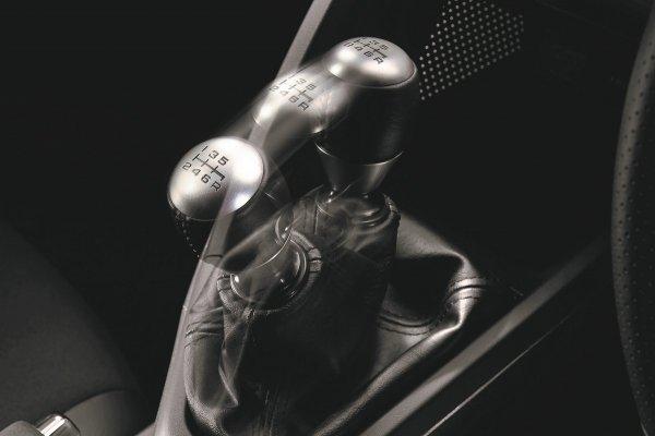 あと10年で新車のすべてが電動化されると3ペダルMTが消滅するのか?