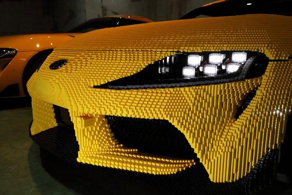 48万個のレゴブロックでスープラを忠実再現!! 大人も夢中になるレゴの実寸大スープラが登場