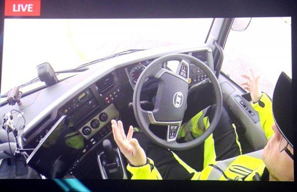 トラックの自動運転 メーカー四社はどのようなロードマップを描いているか?