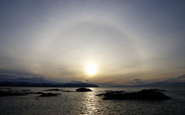 逆さ虹に白い虹、水平線から上る紅の光線……太陽が生み出す奇跡の絶景