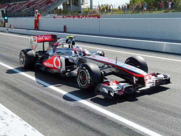 100勝が目前に迫るハミルトン。その王者ルイス・ハミルトンは2度チームメイトに負けている その一人は、意外にも2011年マクラーレンのチームメイト 「ジェイソン・バトン」だった。