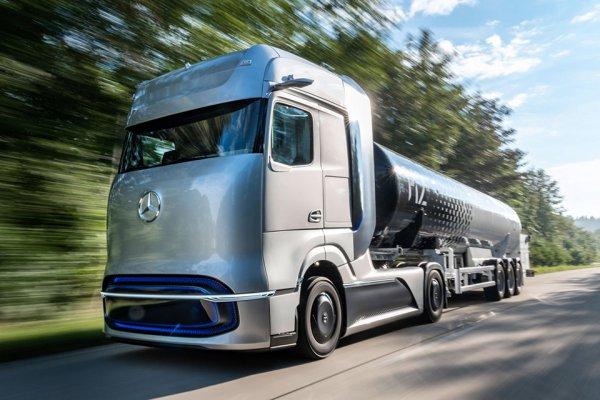 航続距離問題はこれで解決!? ダイムラーの燃料電池大型トラックコンセプト「GenH2」が示す長距離輸送用大型トラックの未来像
