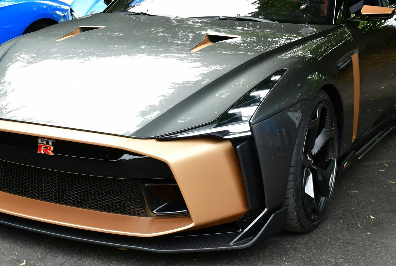 お値段9200万円!!!! 「GT-R 50 b...