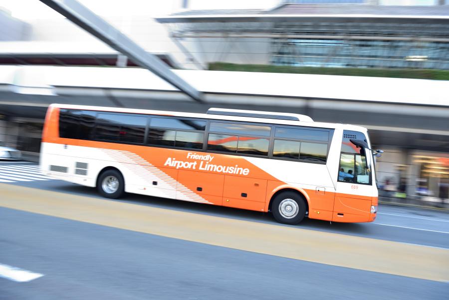 渋滞時、空港リムジンバスに続け...