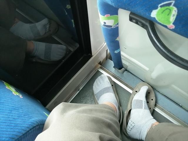 まさかバスファンのために作ったソックスでは?んなこたぁないだろうが…「ケアソク」というものすごいソックスで乗りバスに撮りバスを満喫!