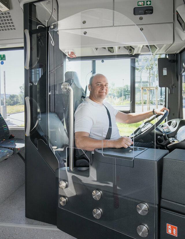 海外でもバスの感染防止対策は進んでいる!独MAN社では純正オプションスクリーンを旧車に後付け可能?
