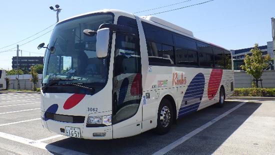 川崎鶴見臨港バスが座席定員制の着席バスの実証実験をハイデッカー高速車で実施!