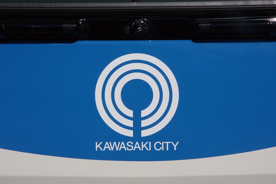 川崎市営のバスだとひと目でわかるテイストのラッピング車 バス会社潜入レポート・川崎市交通局:編 その3