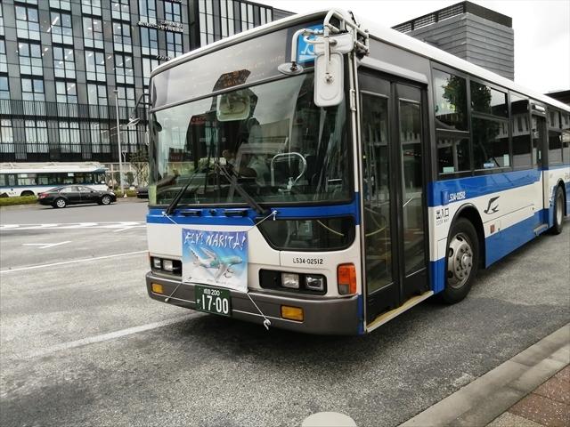 滑走路横の空港至近ホテルなのに交通不便?バスファンならば簡単なはずだ!